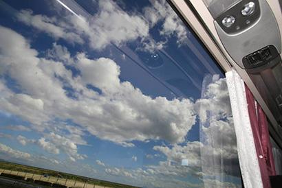 UVカット仕様の広い窓